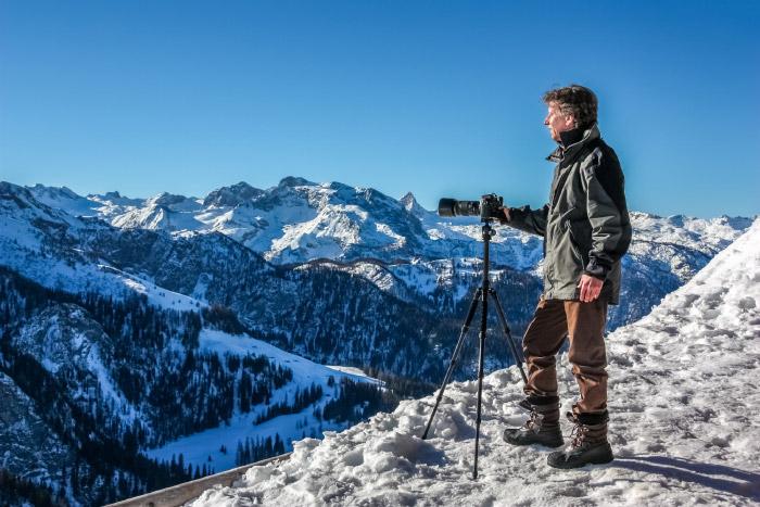 Christian fotografiert die Berchtesgadener Alpen oberhalb vom Königsee